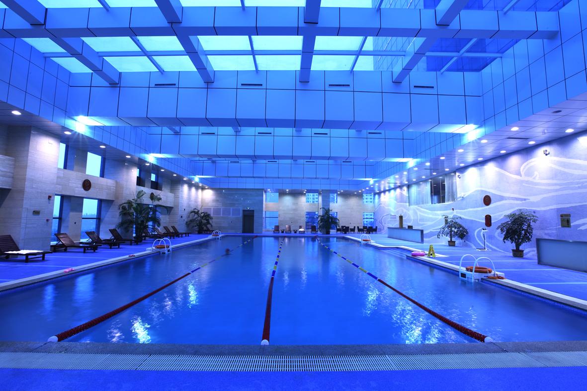 300平方米的室内恒温游泳馆